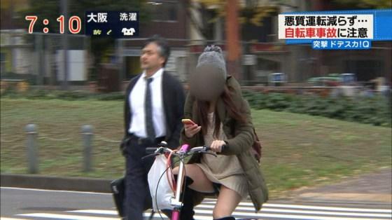 【放送事故画像】ミニスカやショートパンツ履いて太もも露出しながらテレビに出た結果ww 09