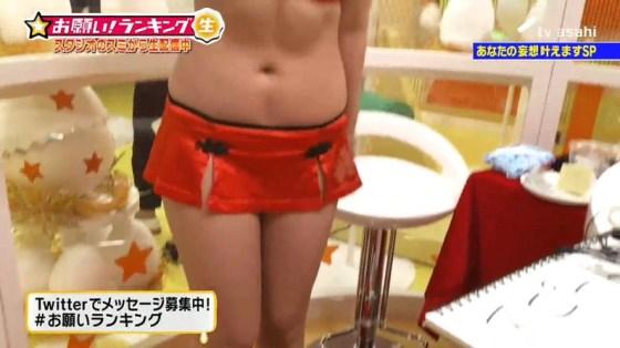 【放送事故画像】ナイスボディーをテレビで披露!可愛いおへそがたまらんごww 07