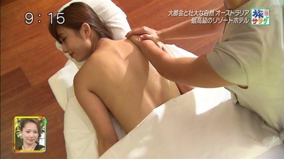 【放送事故画像】いつ乳首が見えてもおかしくない、テレビでエステ受けてる女性達w 11