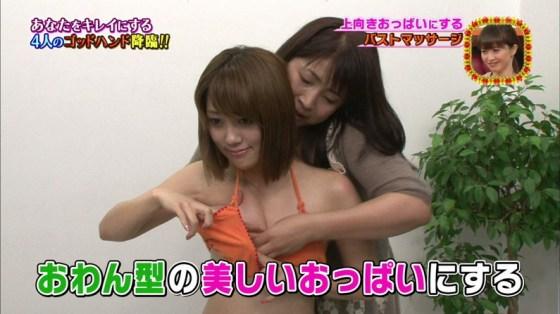 【放送事故画像】いつ乳首が見えてもおかしくない、テレビでエステ受けてる女性達w 24