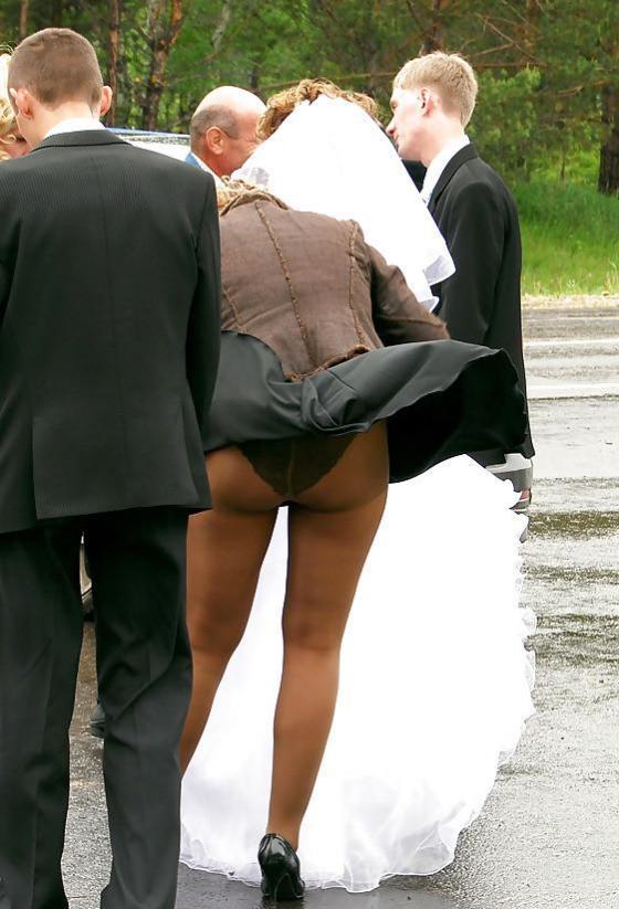 【パンチラ画像】外人さんが風で物の見事にスカート舞い上がった瞬間・・・www 03
