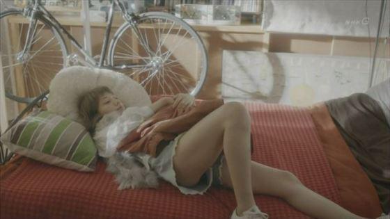【放送事故画像】テレビに出てる女の子の脚ってなんでこんなにきれいでエロいんだ?w 15