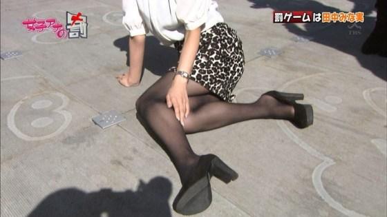 【放送事故画像】テレビで尻肉まで見えそうなくらいに太もも露出さしてる半露出狂タレント達www 20