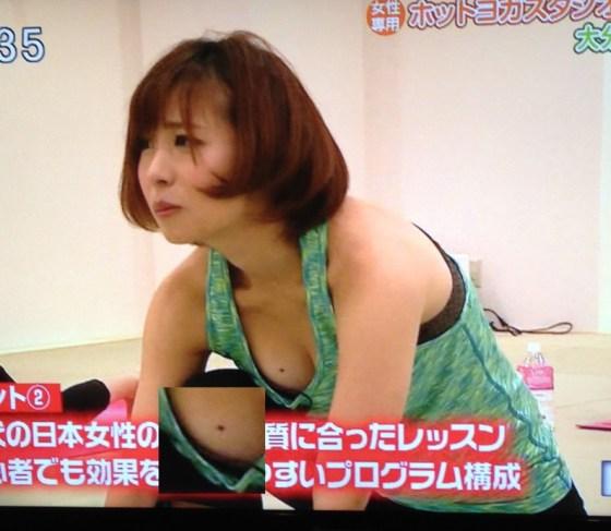 【放送事故画像】視聴率の為にドンドン胸元を露出させるタレント達が限界まで来てるww 11