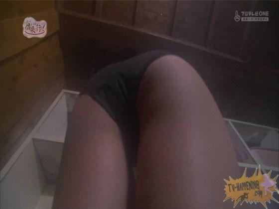 【お宝エロ画像】お尻アングルが絶妙なエロさを誇る番組もっと温泉に行こう! 68