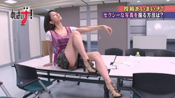 【放送事故画像】エロい太もも見せつけて視聴者の視線を釘付けにするタレント達! 24
