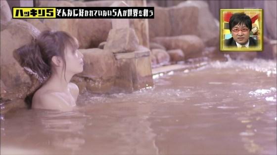 【谷間キャプ画像】温泉レポと言う名目で脱がされるタレント達がこちらwww 10