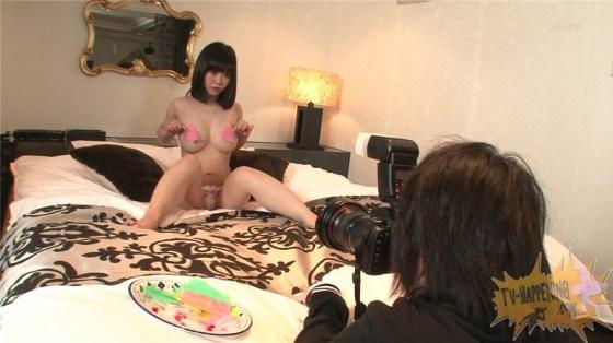 【お宝エロ画像】バコバコTVでマン筋映るわ、ビキニの紐ほどけてるわのハプニング回ww 23