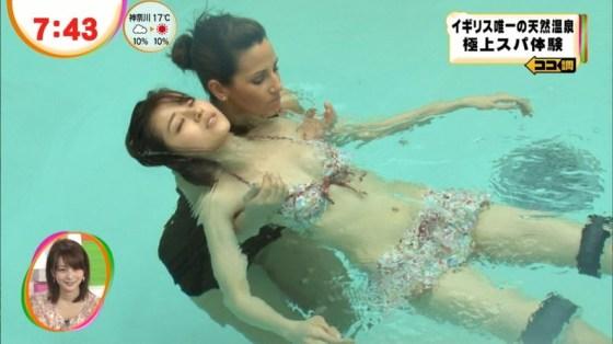 【オッパイキャプ画像】水着紹介と言いながらやたらと巨乳強調するテレビ業界ww 15