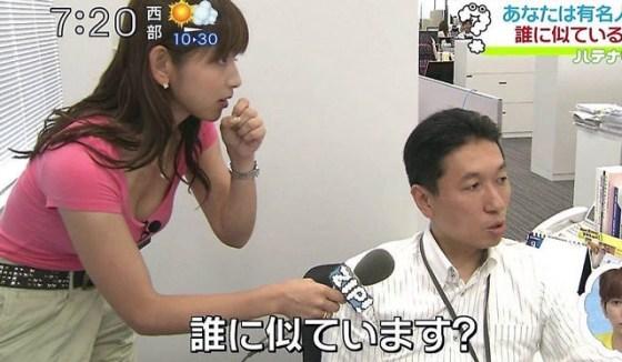 【谷間キャプ画像】ユルユル胸元から見せつけるタレント達の谷間に思わず反応してしまった! 09
