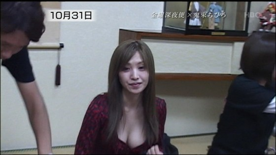 【谷間キャプ画像】ユルユル胸元から見せつけるタレント達の谷間に思わず反応してしまった! 17
