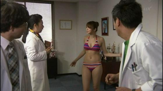 【オッパイキャプ画像】やっぱりテレビに出てくる巨乳の水着姿は格別にエロいなw 13