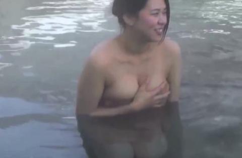 【入浴キャプ画像】芸能人の入浴シーンでバスタオルから見える谷間みて興奮しないやついるの?ww 22