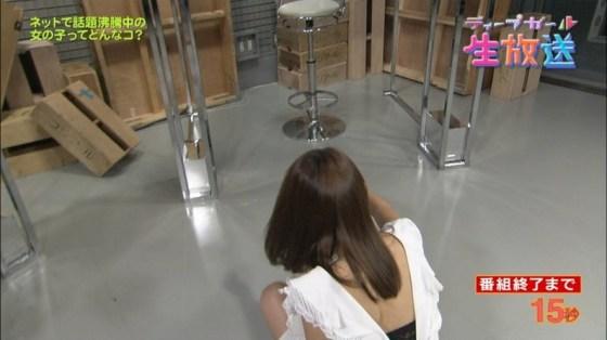 【下着キャプ画像】女子アナ達がブラ紐ちらつかせたり透けさしたり下着自慢してくるww 03