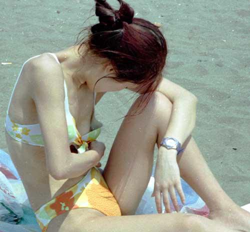 【ポロリ画像】夏の風物詩と言っても過言ではないビキニからポロリしちゃうハプニング画像ww 20