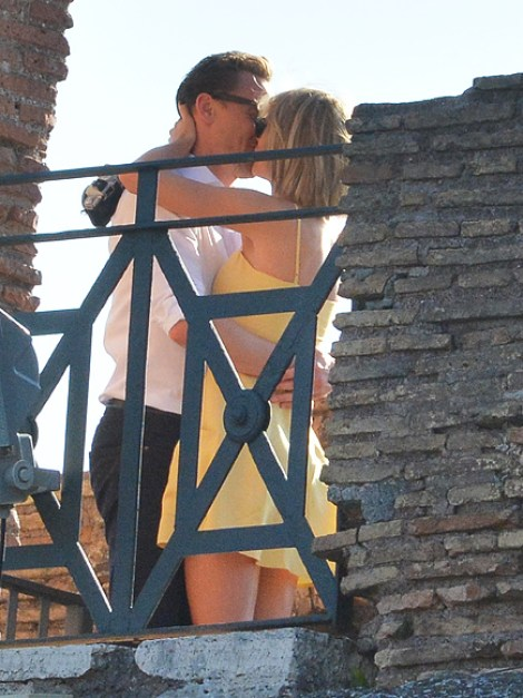 Taylor Swift and Tom Hiddleston were spotted kissing in Italy, Rome