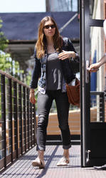 Jessica Biel shows her perfect round ass in tight jeans leaving Geoff Howell Studios Office in Chelsea - Hot Celebs Home