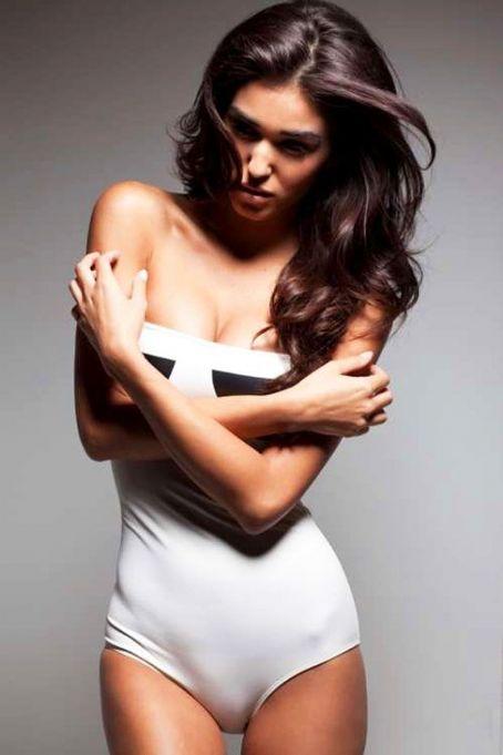 Foto-foto Seksi Model Brasil Ashley Sky Dengan Lekukan Tubuh Yang Dashyat