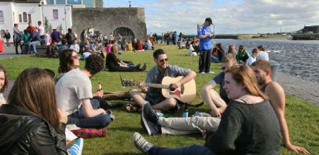Resultado de imagem para música tradicional irlandesa em galway