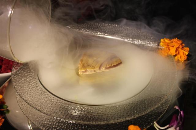 Smoke infusing food