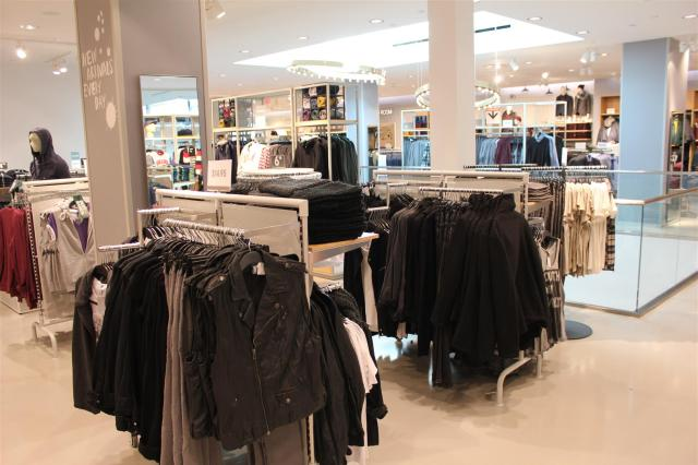 H&M Flagship for Western Canada Chinook Centre (6)