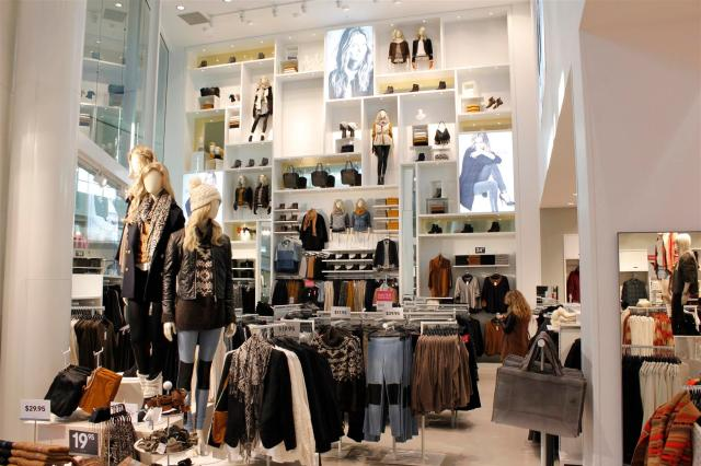 H&M Flagship for Western Canada Chinook Centre (8)
