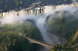 Victoria falls- Zimbabwe bridge , exposition photo semaine africaine - Courtoisie Africa we don't see on Tv