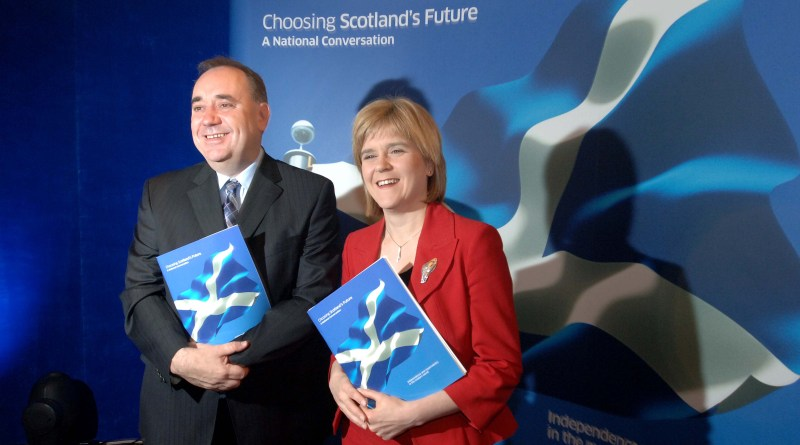 Picture by Chris Watt 07887 554 193 Scotlands First Minister Alex Salmond and Depute First Minister Nicola Sturgeon, at the launch of Choosing Scotland's Future - a White Paper on a possible independence referendum.