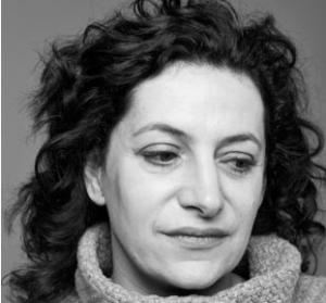 Depuis 2011, Céline Bardet travaille comme experte sur les questions de crimes internationaux tels que la corruption (en Serbie ou en Croatie) et la justice post conflit (en Jordanie ou au Nigéria)