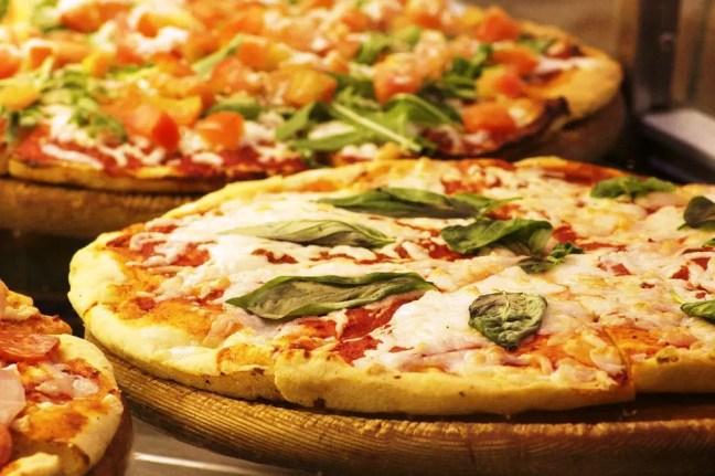Pizza - 6 Survival secrets of a Vegetarian Traveler