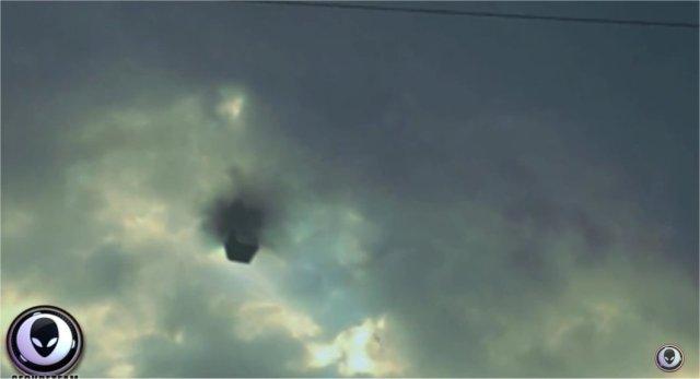 "Texas UFO ""Cube"" - Multiple View Witnesses And Photos  in5d in 5d in5d.com www.in5d.com http://in5d.com/ body mind soul spirit BodyMindSoulSpirit.com http://bodymindsoulspirit.com/"