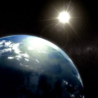 Güneş aslında beyaz renktedir. Atmosferdeki kırılmalardan dolayı sarı renkte görünür ancak uzayda güneş beyaz renkte parıldar.