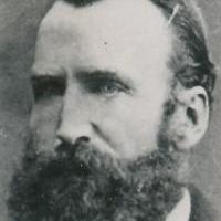 William Shanks 1873 yılında hayatının 15 yılını Pi sayısının küsuratını elle hesaplamaya adadı ve 707. rakama kadar bunu hesapladı. Gerçekte son birkaç yılı boşa gitmişti çünkü 527. rakamda bir hata yapabildi.