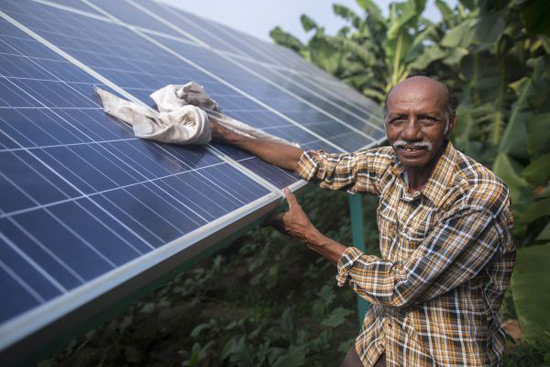 Ramanbhai Parmar on his farm with his solar pump (Image by Prashanth Vishwanathan; Image courtesy IWMI)