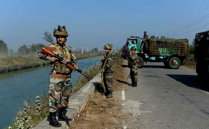 Indian soldiers guard the Munak canal (Image by AFP)