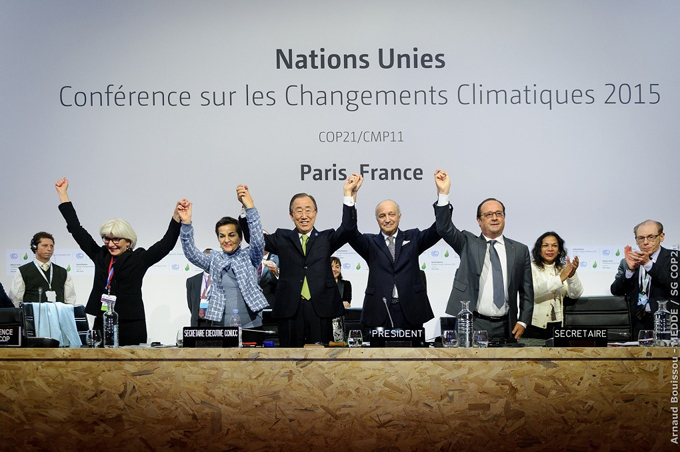 UN Secretary General Ban ki Moon (centre) celebrates the adoption of the Paris climate agreement with (from left) France's Ambassador for Climate Negotiations Laurence Tubiana, UNFCCC Executive Secretary Christiana Figueres, French Foreign Minister Laurent Fabius and French President Francois Hollande [Image by Arnaud Bouissou]