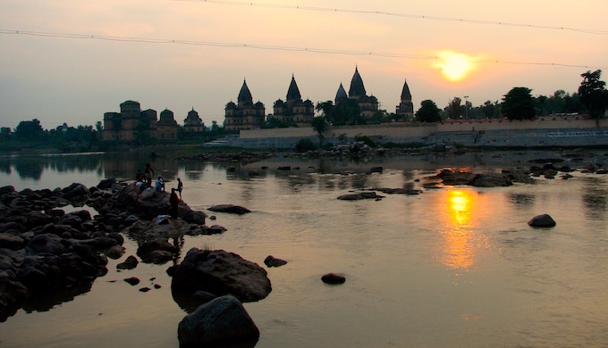 The Betwa River flowing past Orchha in Tikamgarh district of Madhya Pradesh. (Image by Soumya Sarkar)