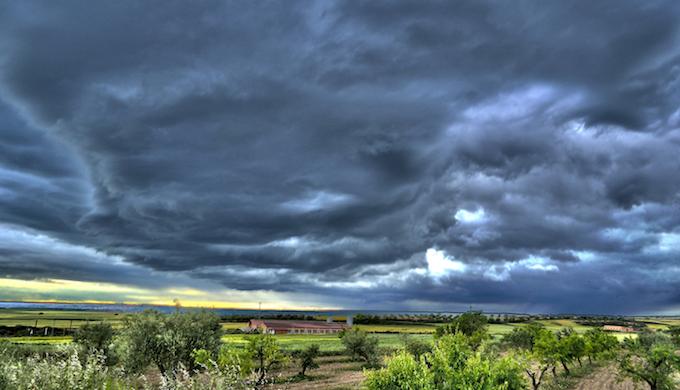 Storm on the horizon (Photo by Javier Ruiz)