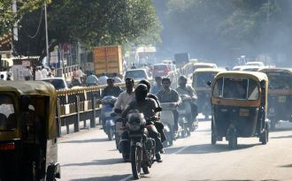 E-rickshaws on Indian roads are expected to reduce pollution. (Photo by Jim Driscoll)