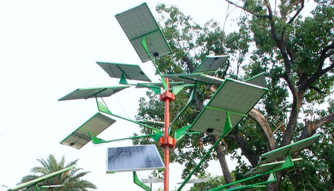 The experimental solar tree installed in New Delhi. (Photo by Central Mechanical Engineering Research Institute)