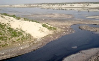 Toxic effluents flowing into the Ganga at Dabka Ghat in Kanpur (Image by Juhi Chaudhary)