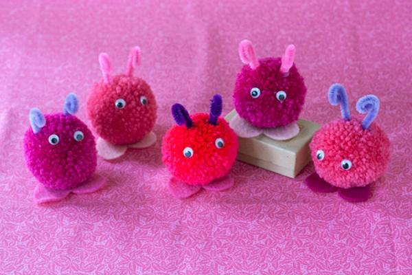 Diy pompom love bugs indie crafts for Pom pom craft patterns