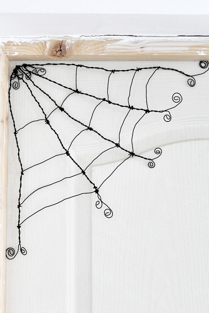 Make your own Wire Halloween Spider Webs – Indie Crafts
