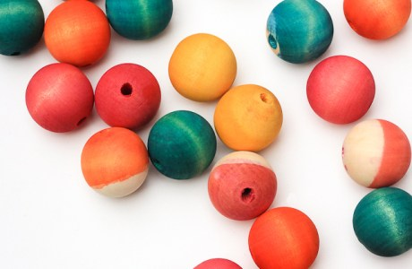 How to Dye Wooden Beads