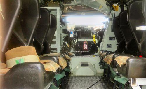 Kompartemen penumpang dengan model tempat duduk berhadap-hadapan.