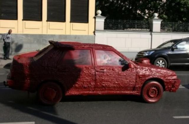 小伙愛車慘遭毀容,查了監控卻看清是誰後只得做罷!