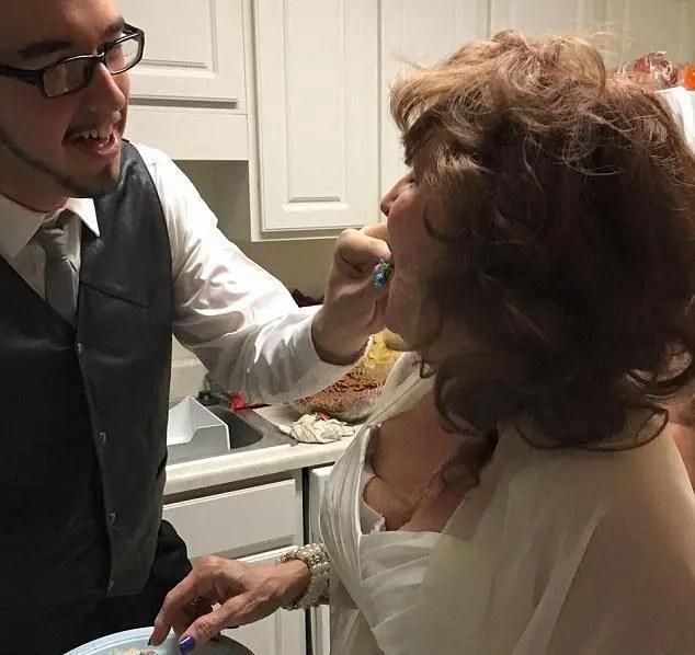 美國70多歲的女人找到的靈魂伴侶,還是個小鮮肉,賺大了