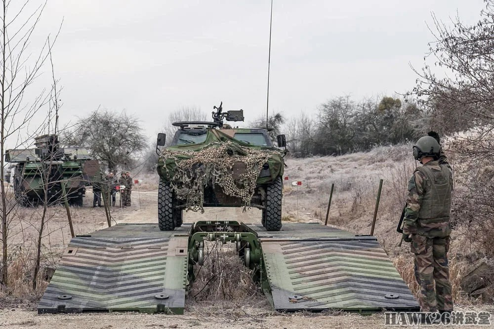 法軍重裝部隊演習 輪式突擊橋罕見秀絕活