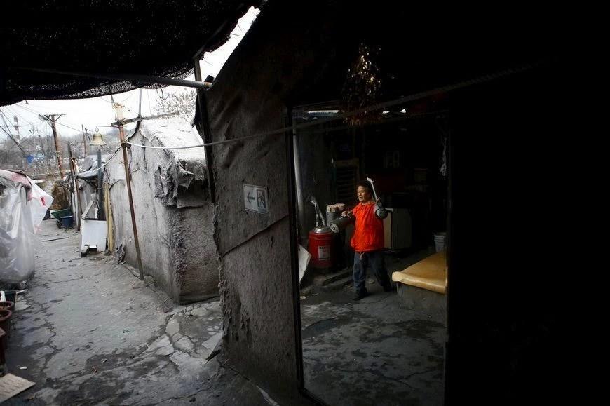 真實的韓國農村,與電視劇的強大反差,房屋隨意搭建,垃圾成堆