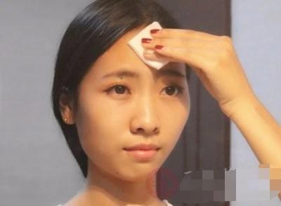 女孩把過期的化妝品丟掉是最笨的事情,聰明的女人都會這樣做!